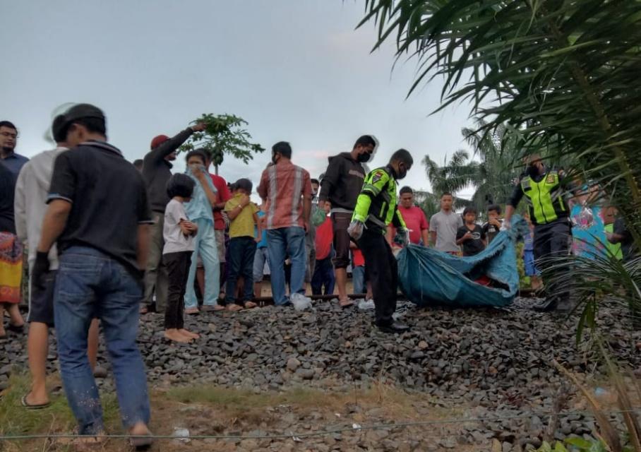 Korban tabrak kereta api