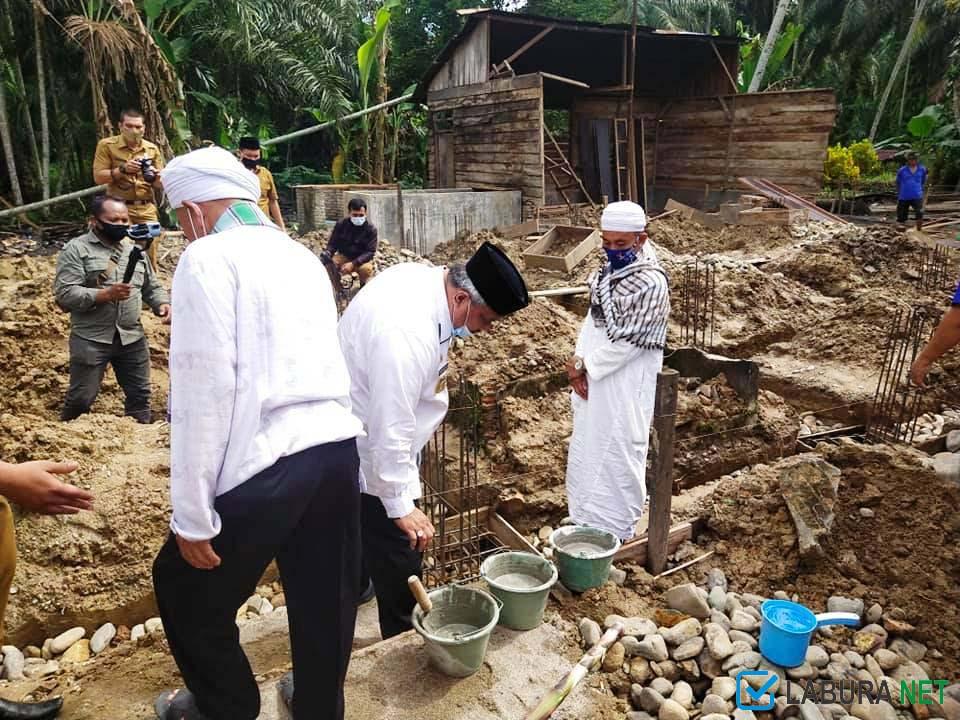 bupati labura batu pertama musholla